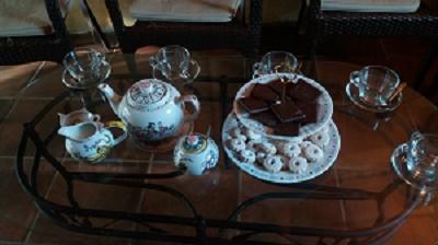 conversazioni accompagniate da tè e biscotti